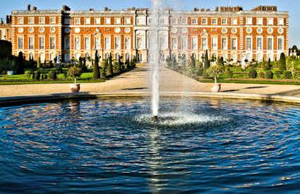 Oklar framtid for palatset
